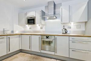 Modern-kitchen-counter-in-L--17052158